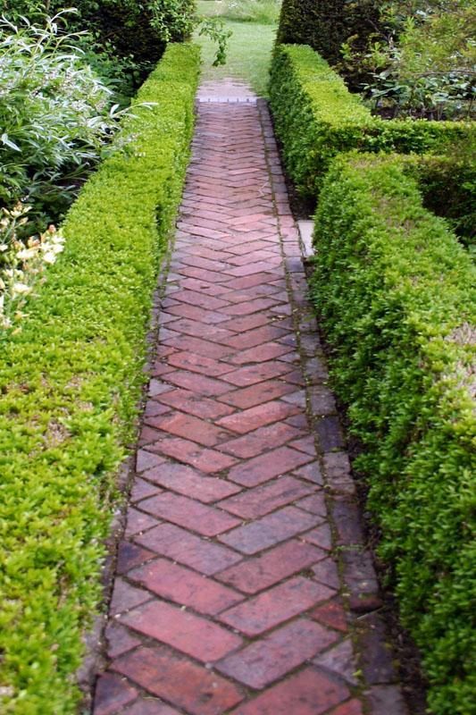 Сделать дорожку в саду своими руками из кирпича 91